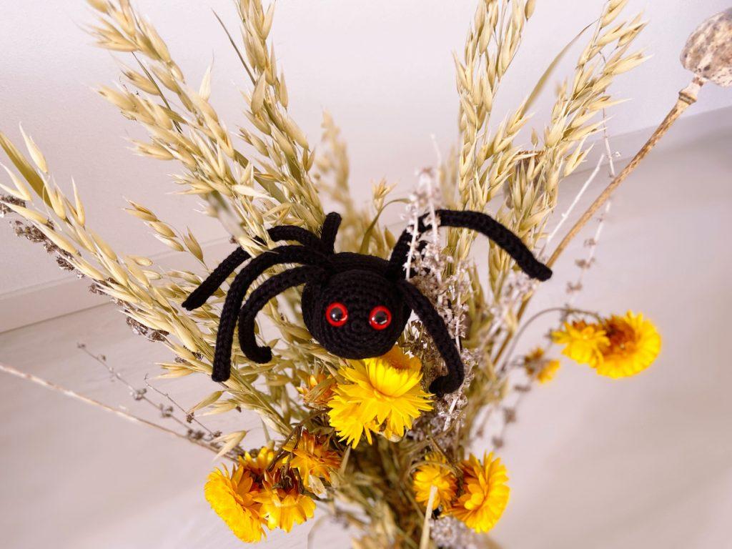 Black spider crochet pattern